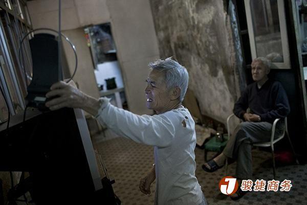 香港已沿用逾50年的模拟电视广播即将落下帷幕